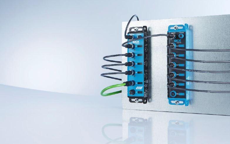 Der SIG100 (r.) erlaubt es, bis zu zwölf Standard I/Os in einen IO-Link Datenstream zu bündeln und diesen über das SIG200 (l.) in höhere Automatisierungsebenen einzubinden.