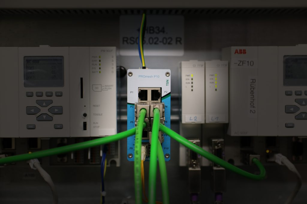 Managed Industrial Ethernet Switch PROmesh P10. Backplane Kapazität: 51,2Gbit/s, Throughput:19,3Mpps., Buffer Size: 2Mbit und Buffer Pagesize: 256Byte.