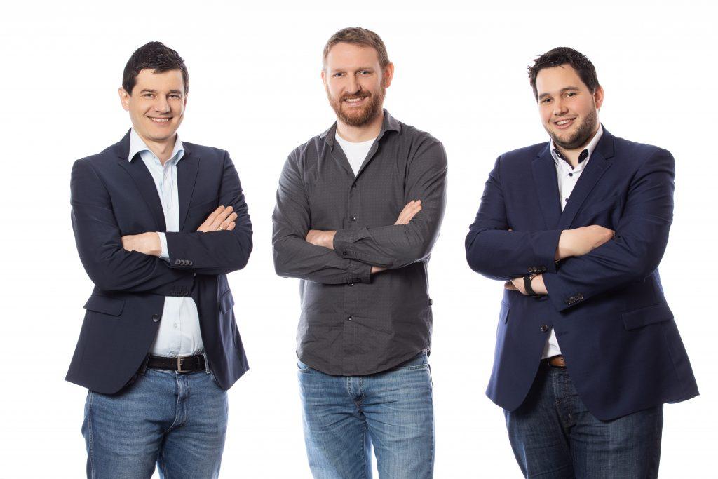 Bei Dunkermotoren kümmern sich die beiden Softwareingenieure Vitas Kling und Lucas Mülhaupt sowie Produktmanager Markus Weishaar um das Thema Antriebstechnik im IIoT (v.l.n.r).