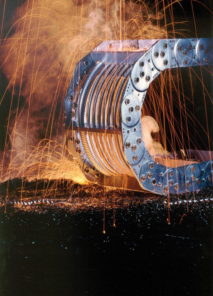 Mit ihrer hohen Belastbarkeit halten Stahlketten extremem Temperaturen und mechanischen Beanspruchungen stand.