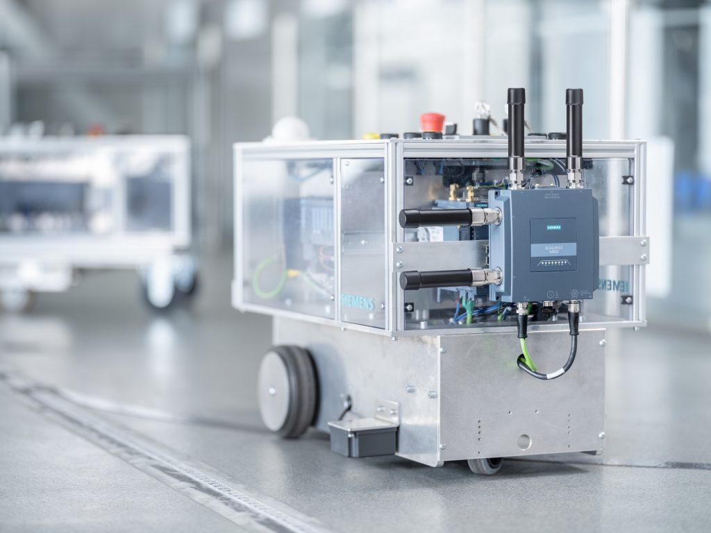 Ab sofort ist der erste industrielle 5G-Router von Siemens verfügbar.