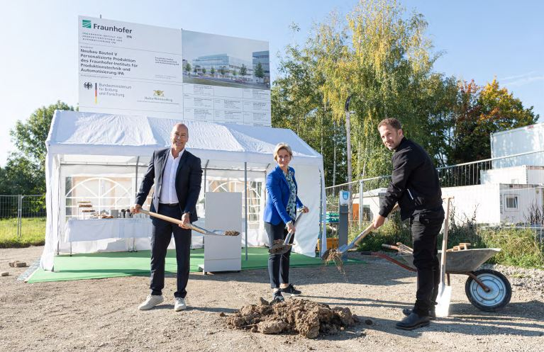 Spatenstich für Neubau des Fraunhofer IPA